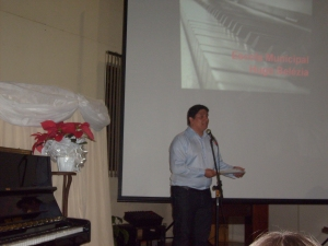Marcelo Fonseca, apresentando o evento
